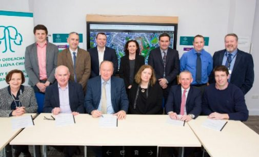 Atkins signs contracts for Gaelcholáiste Chiarraí